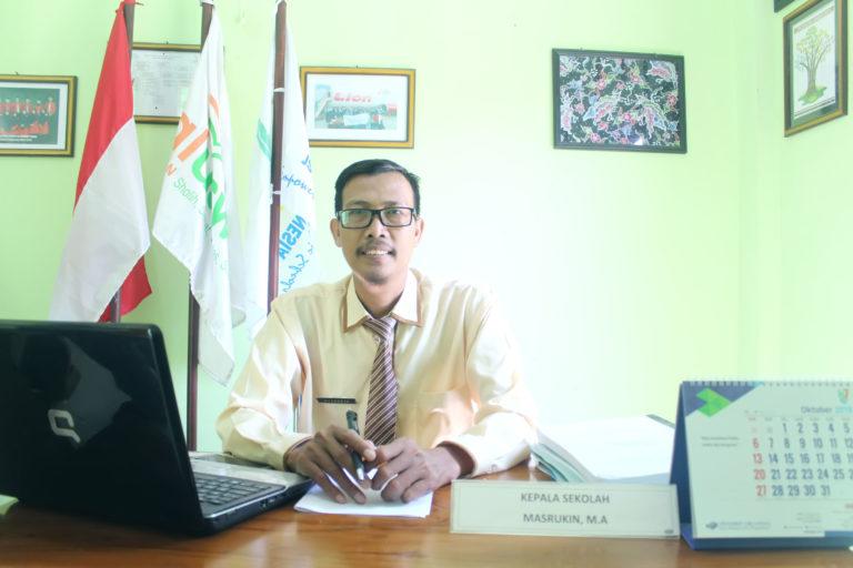 Masruhin (Kepala SMAIT Al Uswah Tuban)