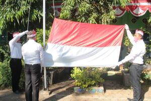 Pengibaran sang saka merah putih (Foto: Sambada/2020)