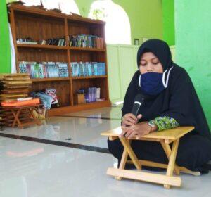 Ustazah Iana Iklimah saat ujian tahfiz 5 juz (Foto: Humas/2020)