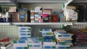 Barang kebutuhan belajar di Uswah Mart (Foto: Admin/2020)