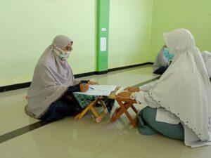 Proses ujian Al-Qur'an di SMAIT Al Uswah Tuban (Foto: Humas/2020)