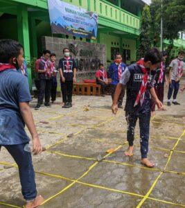 Outbond siswa saat Kemah Tarbawi (Foto: Naim/2021)