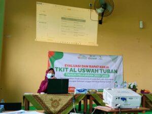 Ustazah Setyowati Kepala TKIT Al Uswah Tuban saat presentasi (Foto: Humas/2021)