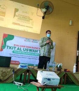 Kepala Bidang Pendidikan Al Uswah Tuban saat sambutan (Foto: Humas/2021)