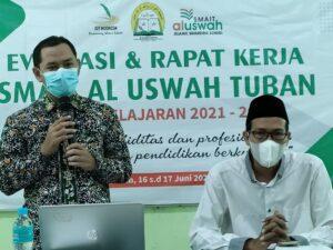 Kabid Pendidikan Al Uswah Tuban saat memberikan sambutan (Foto: Humas/2021)