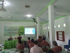 Rapat kerja SMPIT Al Uswah Tuban hari pertama (Foto: Naim/2021)