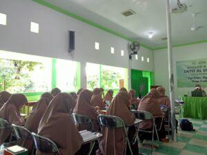Rapat kerja SMPIT Al Uswah Tuban hari pertama (2) (Foto: Naim/2021)