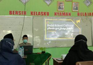 Kepala Sekolah saat pelatihan Budaya Kerja SDIT Al Uswah Tuban (Foto: Humas/2021)