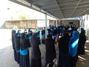 Permainan ustazah dalam TFT SDIT Al Uswah Tuban kepada guru (Foto: MC/2021)