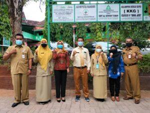 Sesi foto bersama SDIT, LPMP, dan Disdik Tuban (Foto: Humas/2021)
