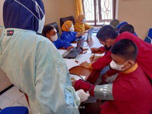 Vaksinasi santri SMPIT Al Uswah (Foto: Humas/2021)