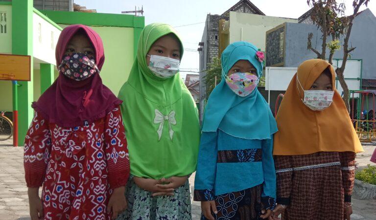 Semarak Hari Batik Nasional di TKIT Al Uswah Tuban